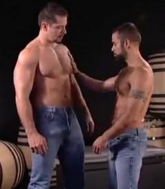 Kulaté a hnědé dospívající porno