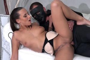 Tajemný chlap v masce a Mea Melone - české porno