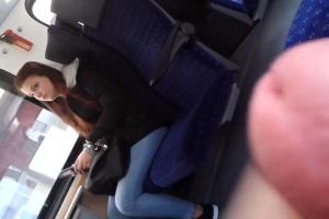 Úchylák si vyhoní péro ve vlaku