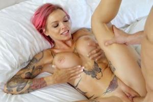 Žhavý sex s potetovanou kočičkou